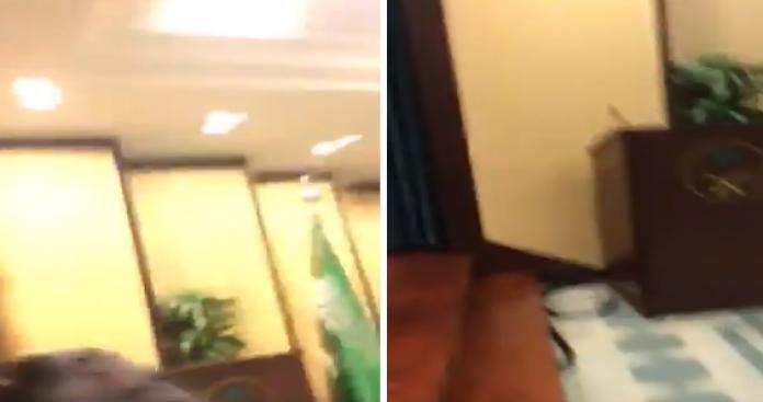 حادثة صادمة.. أمريكية شبه عارية تقتحم سفارة السعودية في واشنطن وتفاجئ الحضور بما فعلته (فيديو)