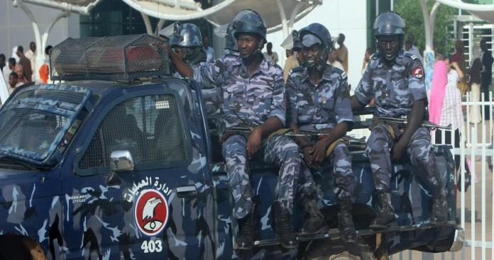 """منذ الإطاحة بـ""""البشير"""".. أول تمرد عسكري في السودان يقوده عناصر مخابراتية"""