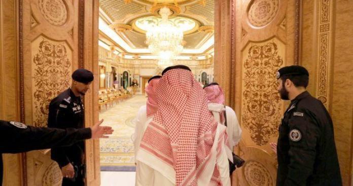 """3 أمراء من """"آل سعود"""" يقولون كلمتهم بعد حدث هز السعودية: """"يا نبقى سوا يا ننتهي سوا"""" (صور)"""