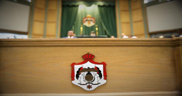 اضطرابات وإطلاق نار على خلفية فصل مجلس النواب الأردني أسامة العجارمة بالأغلبية