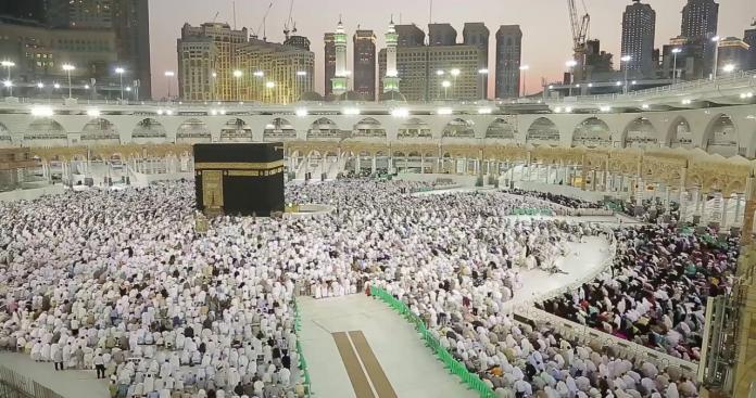 بمناسبة رمضان.. السعودية تبث أقدم تسجيل لآذان من الحرم عمره 138 عام! (فيديو)