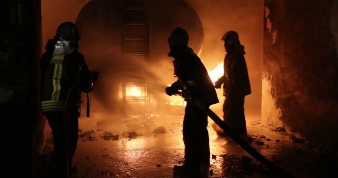 """شركة """"وتد"""" تعوض المدنيين المتضريين من حريق سوق سرمدا الشهر الماضي"""