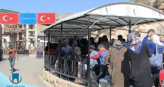 """مسؤول بمعبر باب الهوى يكشف لـ""""الدرر الشامية"""" حقيقة استئناف """"لم الشمل"""" بتركيا"""