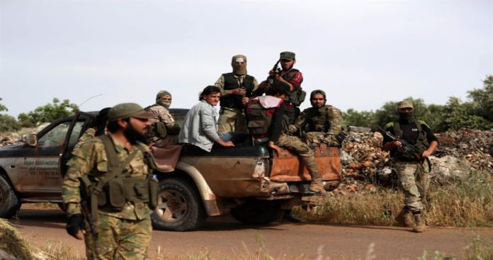 بعد الخسائر الفادحة..قيادي في جيش العزة يوجه رسالة مهمة إلى جنود وعناصر الأسد