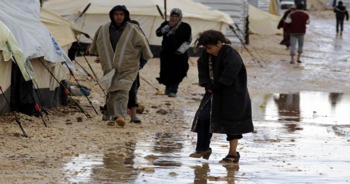 إعلان مهم للاجئين السوريين في الأردن بعد حوادث السيول المرعبة في البلاد