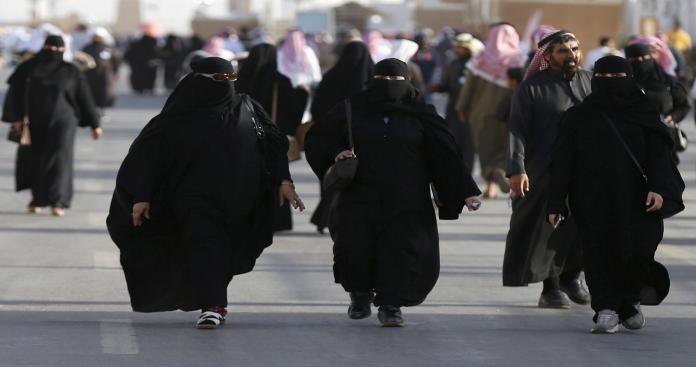 مسؤول سعودي يفجر مفاجأة: هذا ما ينتظر النساء في السعودية بعد إسقاط الولاية
