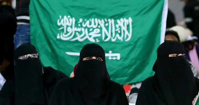 """قضية تهز مكة.. قاضٍ """"عنتيل سعودي"""" يستغل منصبه في ممارسات صادمة مع النساء"""