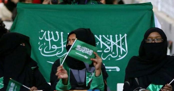 """حملة في السعودية تُفجِّر حالة من الجدل.. """"العباءة السوداء"""" خطر على النساء والحل عند هيفاء وهبي"""