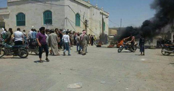 """غضب وتوتر في بلدة """"الغندورة"""" بريف حلب تنديدًا بتجاوزات بعض الفصائل (صورة)"""
