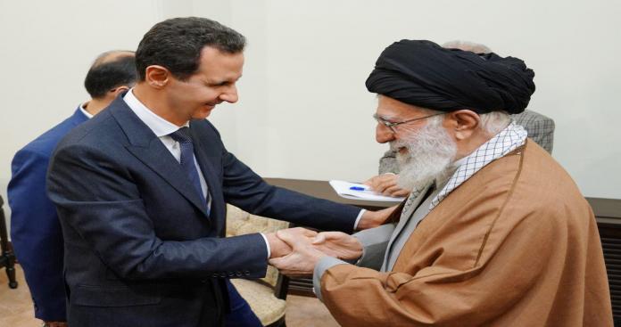 """تقرير يكشف كيفية نقلت إيران """"الأسد"""" إلى طهران سرًا.. خبؤوه وشحنوه مثل قطعة سلاح (صور)"""