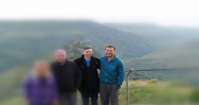 """""""نتنياهو"""" يزور الجولان مع عائلته: """"يا أرض إسرائيل نحبك كثيرًا"""" (صورة)"""