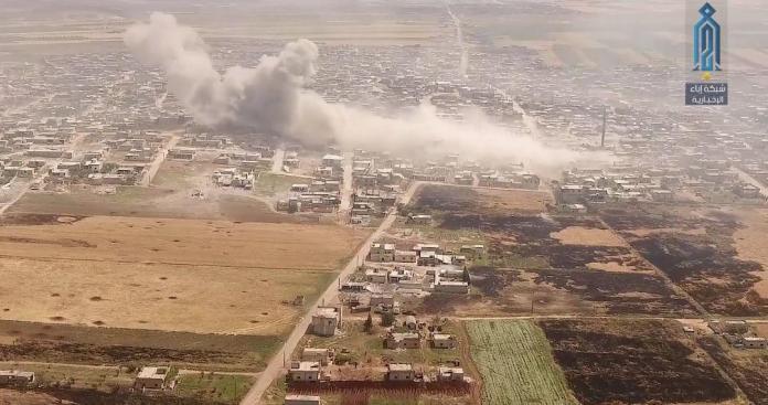 """فضيحة لـ""""جيش الأسد"""".. هروب جماعي لعناصره تحت ضربات الثوار في كفرنبودة (فيديو)"""