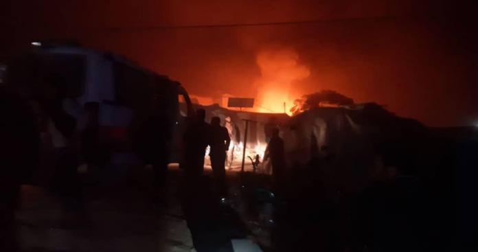 """بـ""""صواريخ عنقودية"""".. تفاصيل مجزرة مروعة ارتكبتها الميليشيات الإيرانية بمخيم قاح شمالي إدلب"""