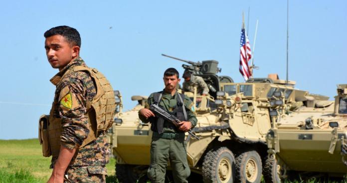 """في حادثة غير مسبوقة.. جندي أمريكي ينفذ مقتلة بعناصر ميليشيات """"قسد"""" بدير الزور"""