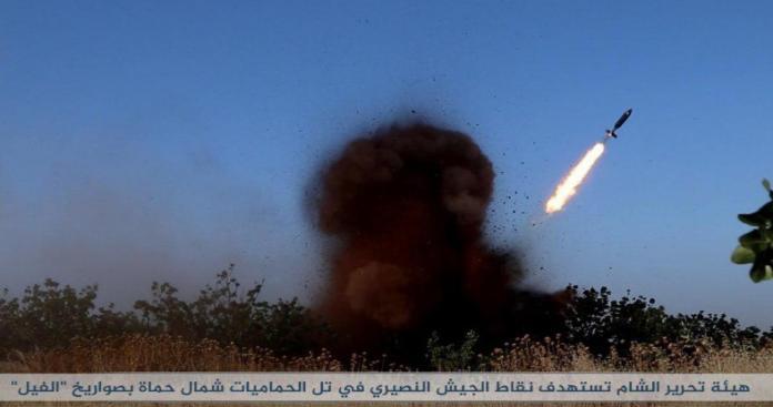 """محاور حماة تشتعل.. ضربات فصائل """"الفتح المبين"""" تفتك بجنود روس و""""قوات الأسد"""" (فيديو)"""