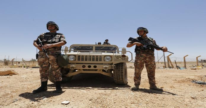الأردن تحشد بالقرب من حدودها مع سوريا
