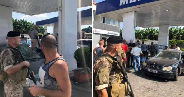 """""""حرب البنزين في لبنان"""".. الجيش يقتحم محطات الوقود ويوزع البنزين على الشعب (فيديو)"""