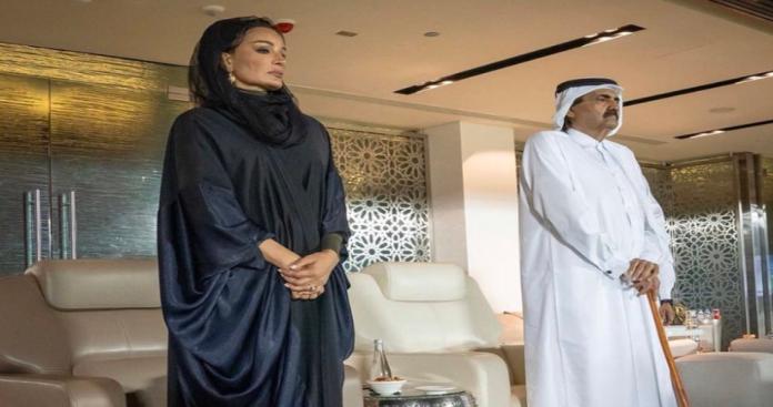 شاهد ماذا فعل الشيخ حمد بن خليفة والشيخة موزة في مباراة السعودية والبحرين؟ (صورة)