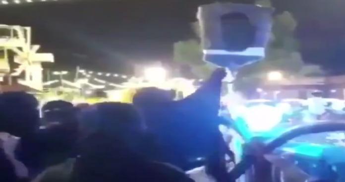 """سعودية محتسبة تتحدى """"ترفيه محمد بن سلمان"""" وتقوم بفعل صادم خلال حفل راقص.. وهذا ما حدث لها (فيديو)"""