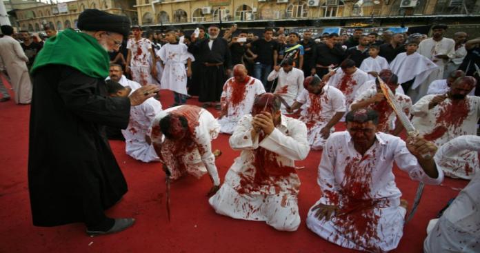شيعة سلطنة عمان يفاجئون العالم يوم عاشوراء.. طقوس جديدة بلا سيوف وإسالة دماء (صور)