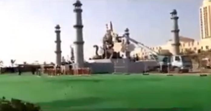 رقص على الطقوس الهندوسية.. مشاهد غريبة على شاطيء في جدة (فيديو)