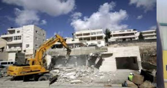 """""""الإندبندنت"""": إسرائيل تنفذ عقابا جماعيا بحق الفلسطينيين.. و""""عكاظ"""": متورط بالتفجيرات يملك علاقات بأحزاب لبنانية فاعلة"""