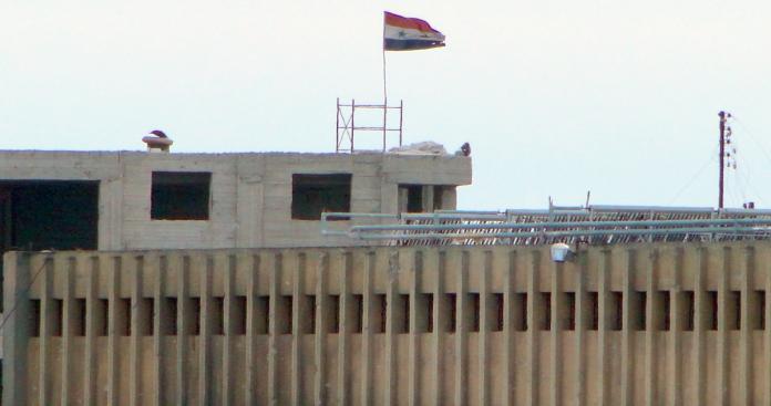 """إجراء لـ""""نظام الأسد"""" في سجن حماة المركزي يُثير المخاوف على المعتقلين"""