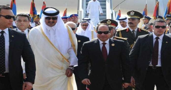 رغم المقاطعة.. وفدٌ قطريّ في مصر لحضور اجتماع رفيع المستوى