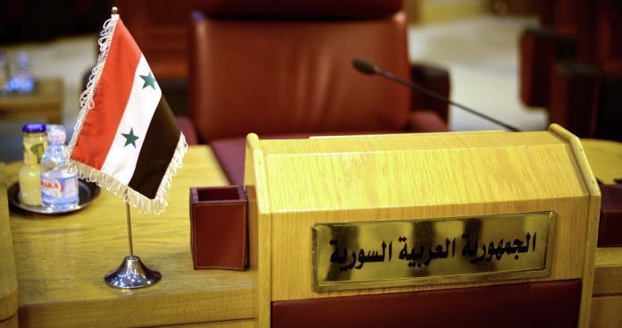 """دولة عربية تُصرّ على إعادة """"نظام الأسد"""" إلى الجامعة العربية"""