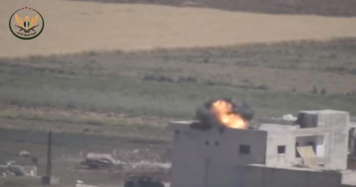 """بالفيديو.. 5 صواريخ نوعية لـ""""الجبهة الوطنية"""" تسحق آليات """"قوات الأسد"""" بتل هواش شمالي حماة"""