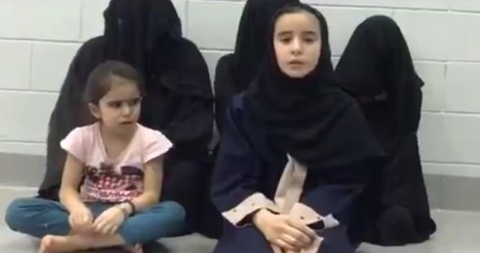 """رسالة إلى """"الملك سلمان"""" من طفلة سورية في أحد سجون السعودية تدمي القلوب (فيديو)"""
