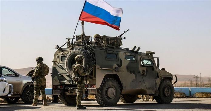 """متجاهلة سلطة """"قسد"""".. قوات روسية تقطع الطريق الرئيسي الواصل بين الرقة والحسكة"""