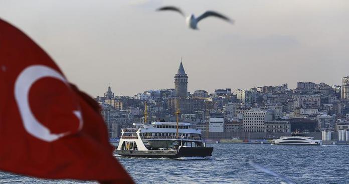 بالصور.. غضب تركي – سوري بسبب ملصق دعاية لمرشحة تركية معارضة