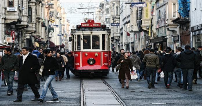 اغتصاب جماعي لفتاة في الشارع تحت تهديد السلاح جريمة تهز تركيا