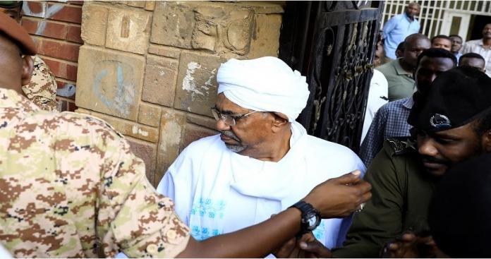 """السودان تفرج عن """"البشير"""" لساعات معدودة.. لهذا السبب"""