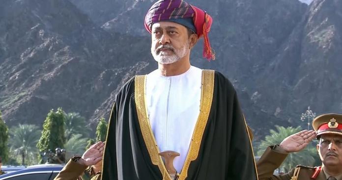 السلطان هيثم بن طارق يصدر قرارًا مهمًا بعد إنتهاء فترة الحداد على قابوس