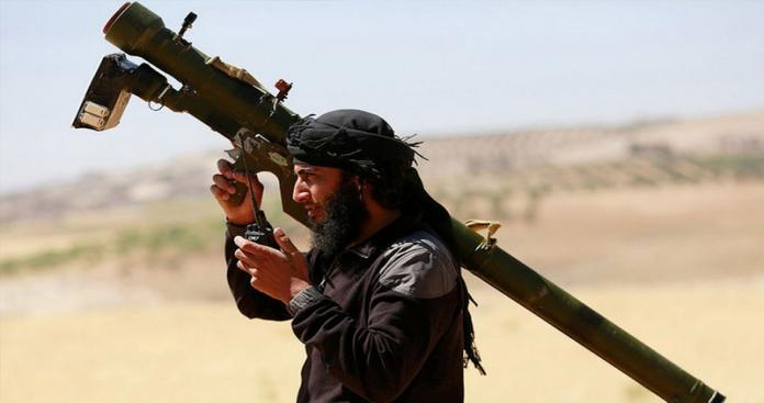 """قيادي في """"الفتح المبين"""" يوضح لـ""""الدرر"""" حقيقة امتلاك الثوار صواريخ مضادة للطائرات (فيديو)"""