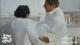 """مشهد صادم.. الممثل السعودي ناصر القصبي يضع والده المتوفي في """"فريزر الثلاجة"""" (فيديو)"""