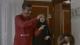 """شاهد.. ناصر القصبي يتسلل لـ""""غرفة النوم"""" على معلمة ابنته وزوجته تضبطه في وضع مخل (فيديو)"""