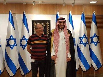 """سعودي في إسرائيل بـ""""الشماغ والعقال والبشت"""".. مفاجأة صادمة حدثت له عند دخول القدس والأقصى (فيديو)"""
