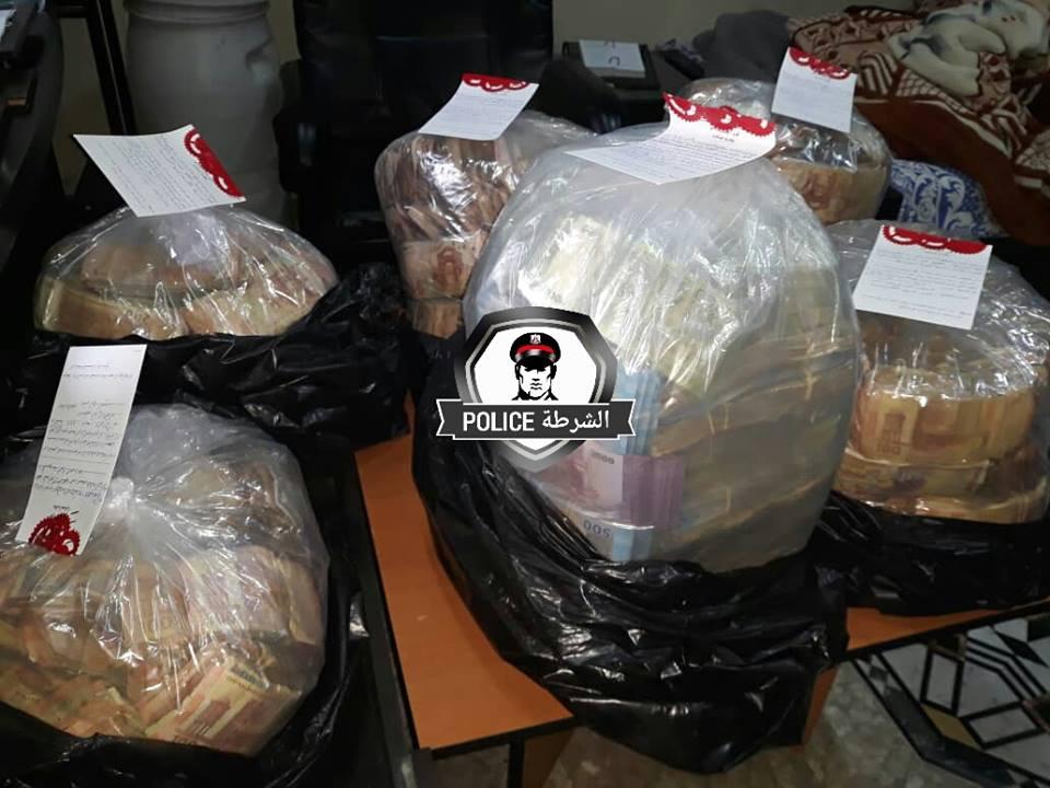 شرطة النظام تعثر على مغارة علي بابا في دمشق.. ملايين الليرات معبأة في أكياس (صور)