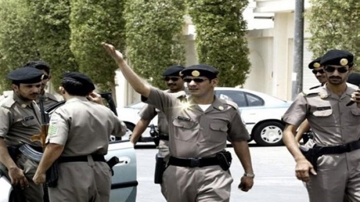 مشهد صادم.. شاب برفقة 8 فتيات في أوضاع مخلة بالسعودية.. والسلطات تتحرك