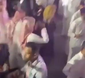 رقص وموسيقى.. تحرش شاب سعودي بفتاة ينتهي بضرب في موسم الرياض (فيديو)