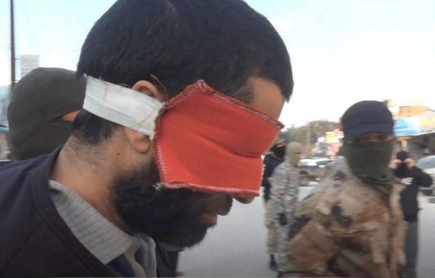 """على وقع معارك حماة.. """"تحرير الشام"""" توجّه أقوى ضربة لـ""""مخابرات الأسد"""" وتعتقل عميلًا بصفوف الثوار"""
