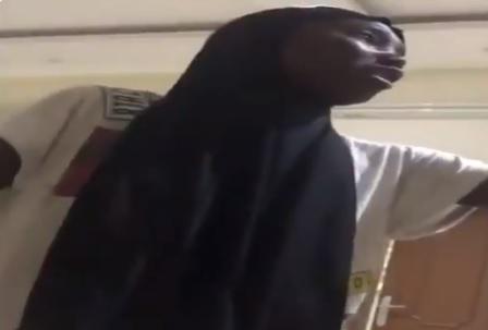 """لقطات مفزعة.. خادمة أثيوبية ترعب أسرة سعودية بـ""""الجن"""" (فيديو)"""