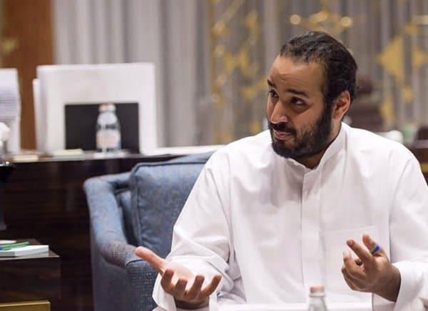 شاهد.. فيديو الأمير محمد بن سلمان داخل الغرف المغلقة بقصر الحكم في الرياض يشعل السعودية